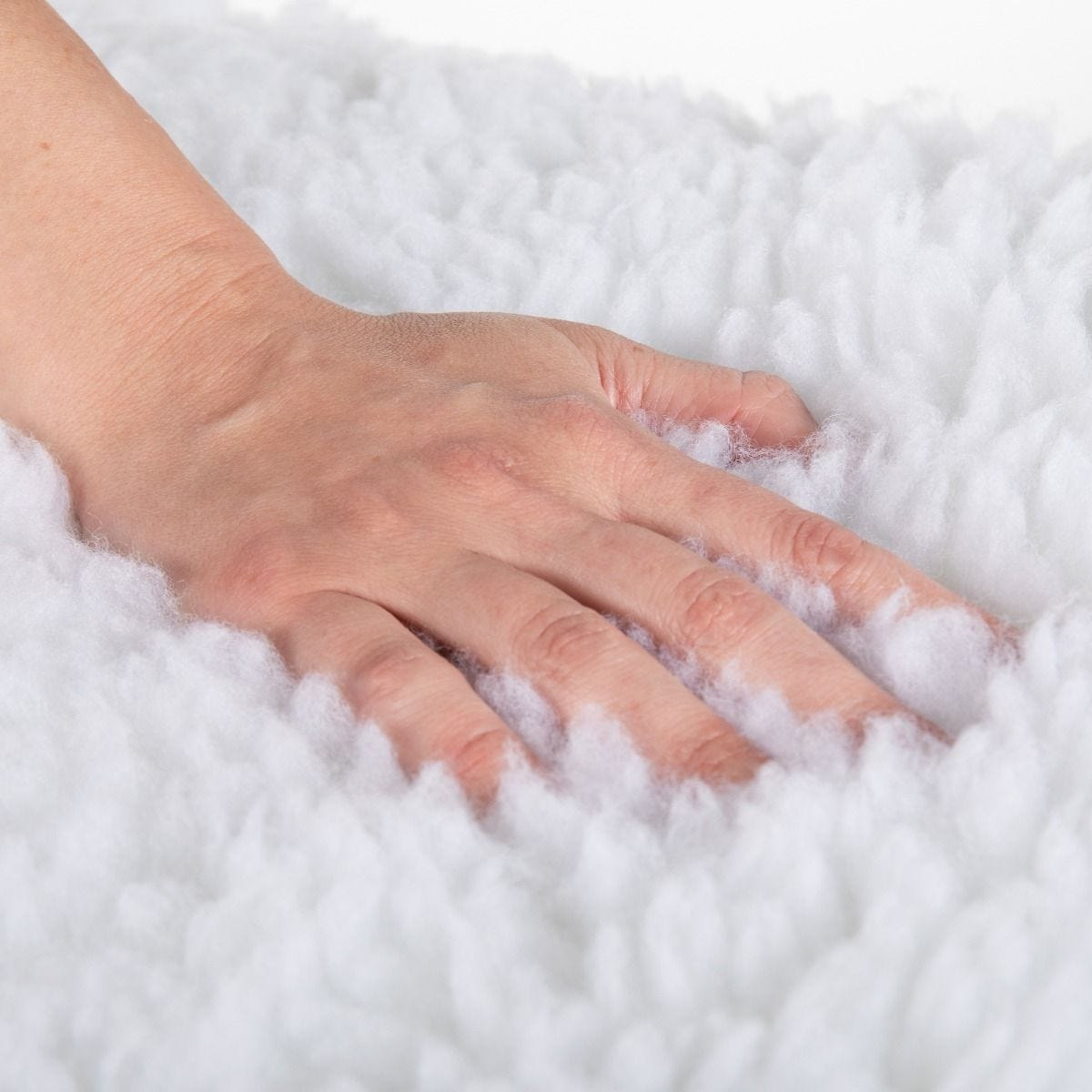 dlx_-_hand_in_fleece